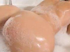 Aletta ocean in the tub