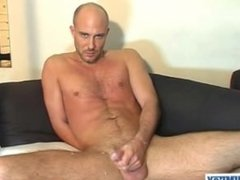 David, a real str8 guys serviced his big cock by a guy in spite of him !