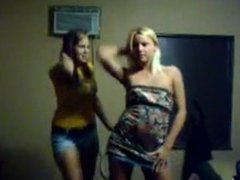 2 girls dancing