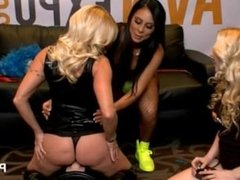 Dani Dare rides Sybian in the PornHub booth at 2015 AVN