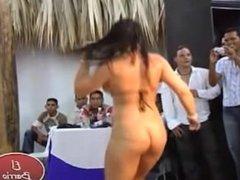 Chica Stripers Desnudandose