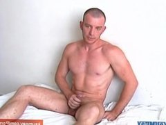 Straight guy do it better: Huge cock get wanked by us !