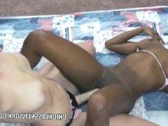 Lesbian hottie Mariah fucks ebony slut Mercy Starr