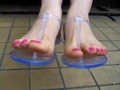 flip flop toenails
