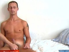 Testing a real straight guy Luc serviced by a guy !