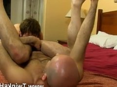 Gay fuck Daddy and guy end up in a sweaty spin smash back at a hotel!