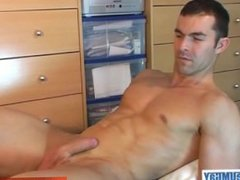 Hetero guy do it better: Nicolas serviced by a guy despite of himself!