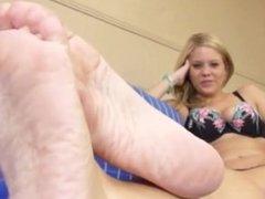 Anabelle feet pov