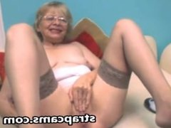 Horny granny fingers her pussy on cam