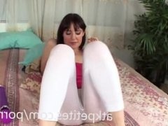 Samantha Bentley Uses a Hitachi on her Sweet Pussy