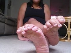 Bare Meaty Toes and Soles