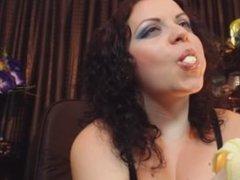 little webcam girl turn on mans when she eat:)