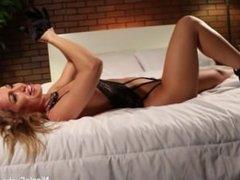 Sexy Nicole Aniston On the Porn Set
