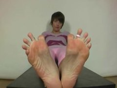 Laura long toes