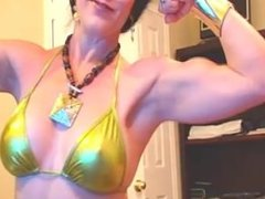 Webcam Muscle Girl Flexing 12