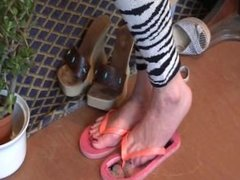 Trample Lodge : Face in a flip flop