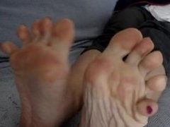 smelly feet red toes foot fetish