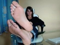 Goddess With The Pretty Of An Angel Tell You To Worship Her Feet