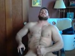 Straight dude jacks off on cam