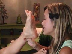 Babysitter Kenna get her sexy feet licked