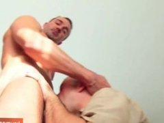 Suck it: A mature gym guy serviced his big cock by a 24 y.o guy !