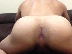 Amateur cumming at the living room (Venida en la sala)