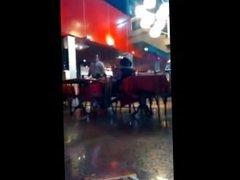 Sexo em público no restaurante - www.kiridinhas.com