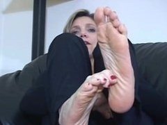 Mature big feet and toe curling