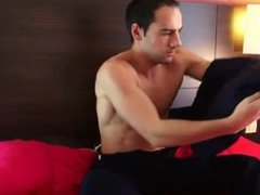 Room service guy gets wanked-filmed by a client for money !