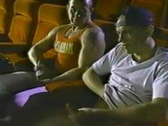 Mamando vergas en el cine