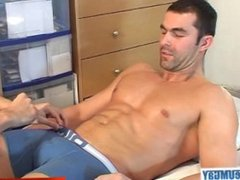Gym trainer (hetero) gets wanked his cock by a gym club client for money !