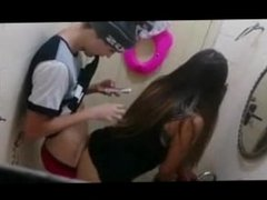 flagra novinha sexo no banheiro - www.kiridinhas.com