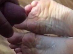 Soles put to work - Cum on my Soles (LittleMiss25)