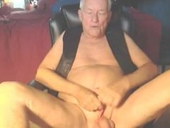 Stud Gay Grandfather Showing he still has the moves cam - gaycams69.info