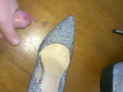 Shoes cumming. Date via DATES25.COM