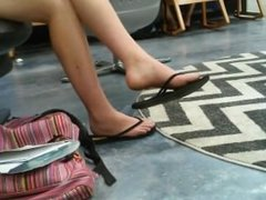 Candid feet and legs teen at library no face - DATES25.COM