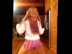 White girl twirk. Live cam on 720cams.com