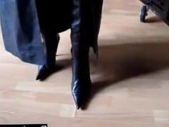 Meet BDSM-fans on BONDAGE-DOM.COM - die SklavenMultiBox the slave box Lady