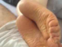 Cuming on soles. Meet her on dates25.com