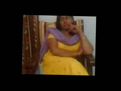 Indian sex video of an Indian aunty showing her big boobs asianvideosx.com