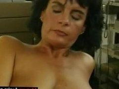 Find her on MATURE-FUCKS.COM - Brunette Frau Fingering Jerk Off Enco
