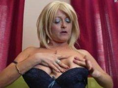 Mature slut mom with hungry holes. Alisha from DATES25.COM