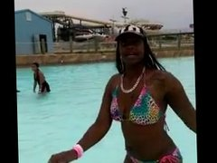 THOT`S TWERKING AT WATER PARK