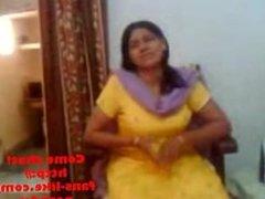 Indian sex video of an Indian aunty showing her big boobs Punjabi Bhabhi Desi College Girl - Part II