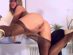 Brown pantyhose. Tressie LIVE on 720cams