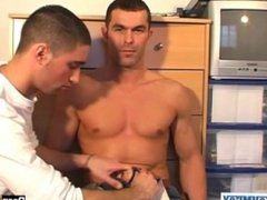 Gym guy hetero gets sucked by a client in spite of him !