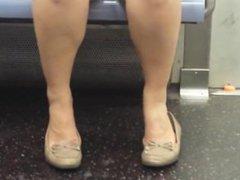 candid feet n legs