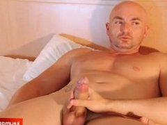 Hetero guy gets wanked his big balls by a guy in spite of him !