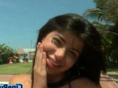 Diana cogiendo en la playa Mexicana en tanga