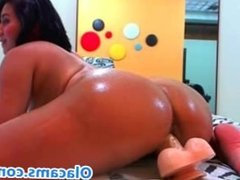 Perfect big-ass teen live on webcam